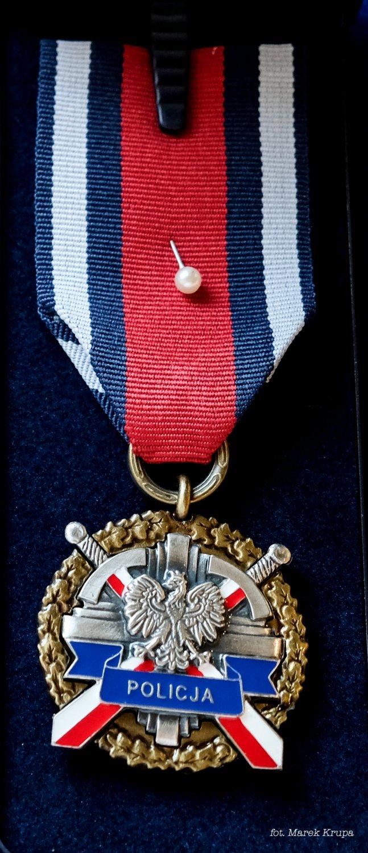 Brązowy Medal za Zasługi dla Policji, który otrzymał Pan Jason Schumacher, szef polskiego oddziału DEA przy Ambasadzie Stanów Zjednoczonych w Warszawie