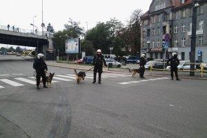 Policjanci w okolicy stadionu