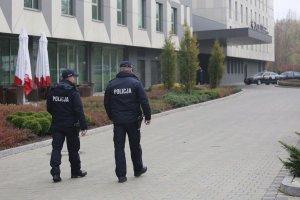 Policjanci czuwają nad bezpieczeństwem uczestników konferencji PRE-COP24 poprzedzającej Szczyt Klimatyczny