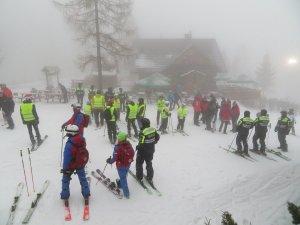Partnerzy akcji oraz patrole narciarskie na stoku w Wiśle