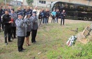 Policjanci odsłonili tablicę pamiątkową na cmentarzu w Lubomlu